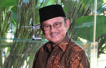 BJ Habibie, yang mengawal transisi Indonesia menuju demokrasi, meninggal dunia